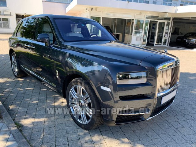 Rental Rolls-Royce Cullinan dark grey in France