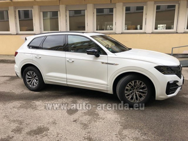 Rental Volkswagen Touareg R-Line in Spain
